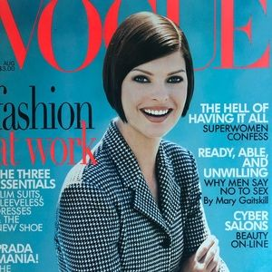 Vogue Accents - VOGUE August 1995 Linda Evangelista Cover Like NEW